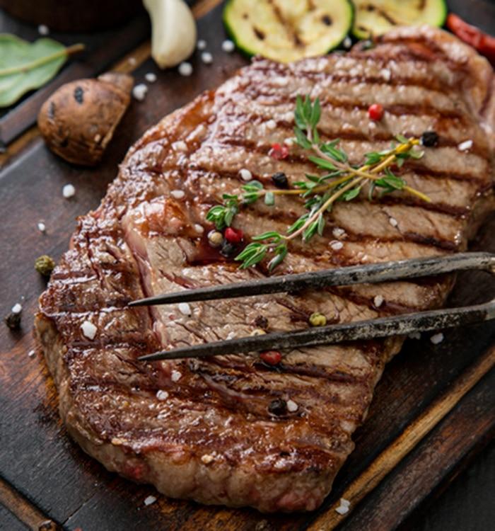 Steak grillé gros sel